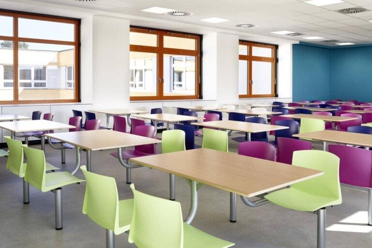 školský jedálenský set PULL v jedálni